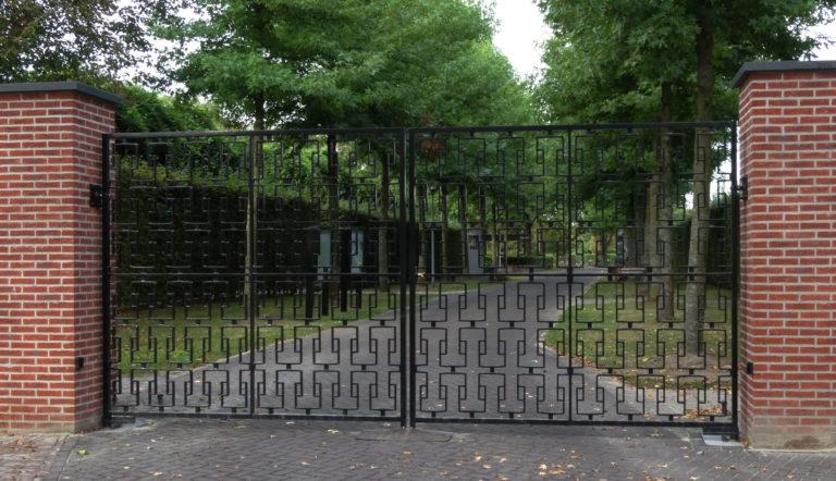 Dubbele draaipoort Begraafplaats Zuylen Breda Verstijlen Hekwerken